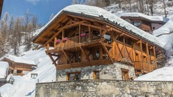 A beautifully decorated 15 bed ski chalet with hot tub and sauna in the popular ski-village of Tignes les Brévières